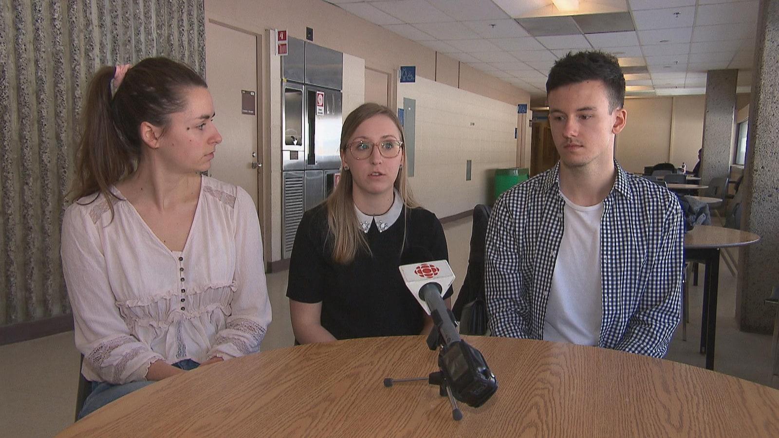 Anne-Marie Cotnoir, Sarah Porlier et Simon Turcotte sont tout trois étudiants au doctorat en psychologie à l'UQTR.