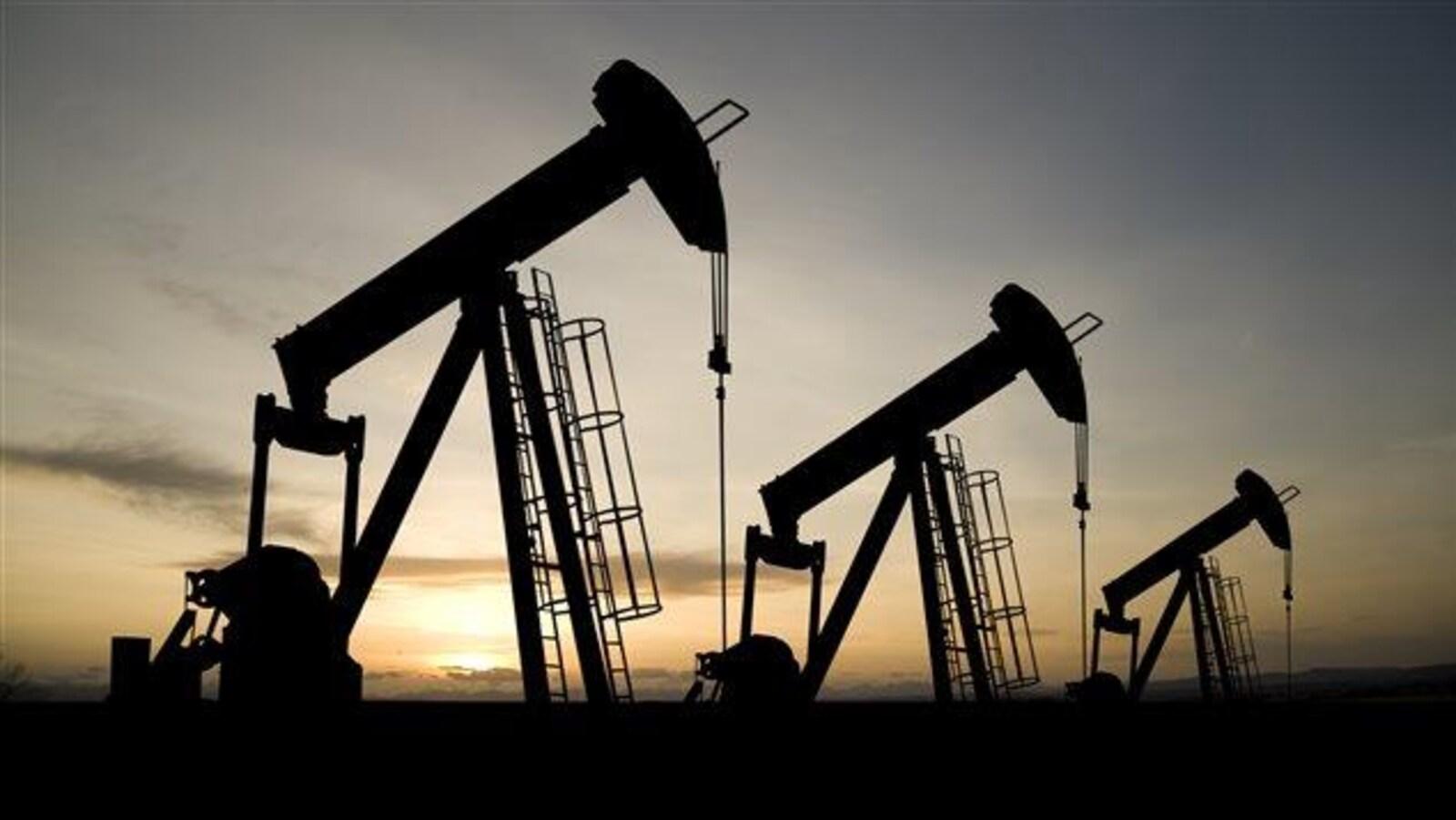 Des puits de pétrole