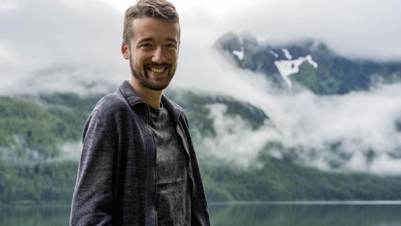 Guillaume Leduey est chercheur en linguistique, et spécialiste de la langue des Eyaks, un peuple autochtone de l'Alaska.