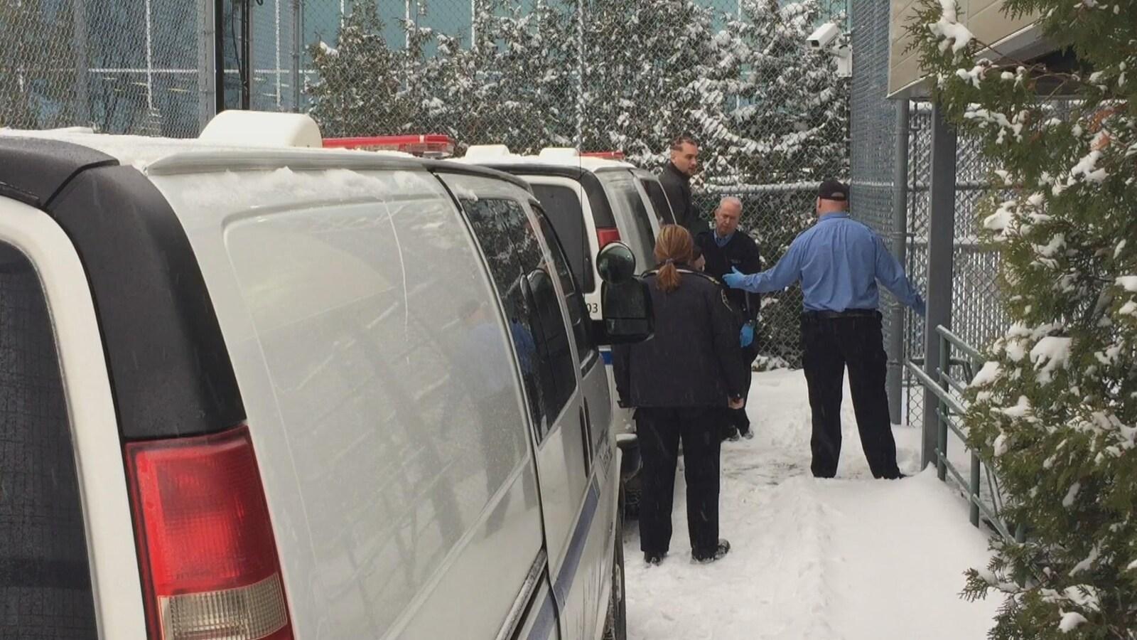 L'accusé Félix Pagé arrive au palais de justice de Drummondville par fourgon cellulaire.