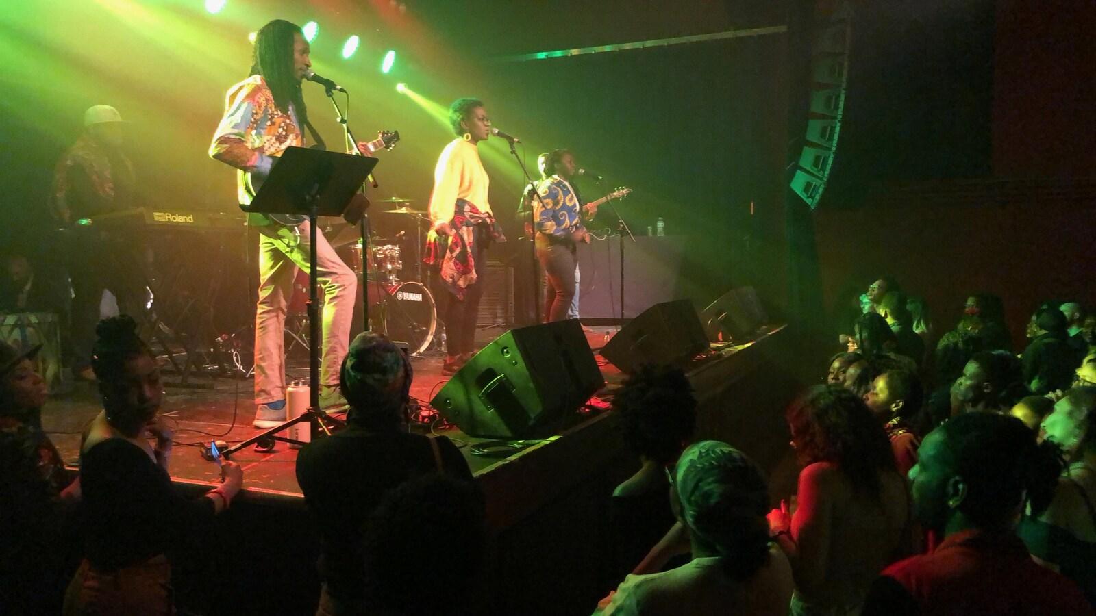 L'une de nombreuses prestation lors du Festival Afro Latinx Live Music à Edmonton, le 2 mars 2019.
