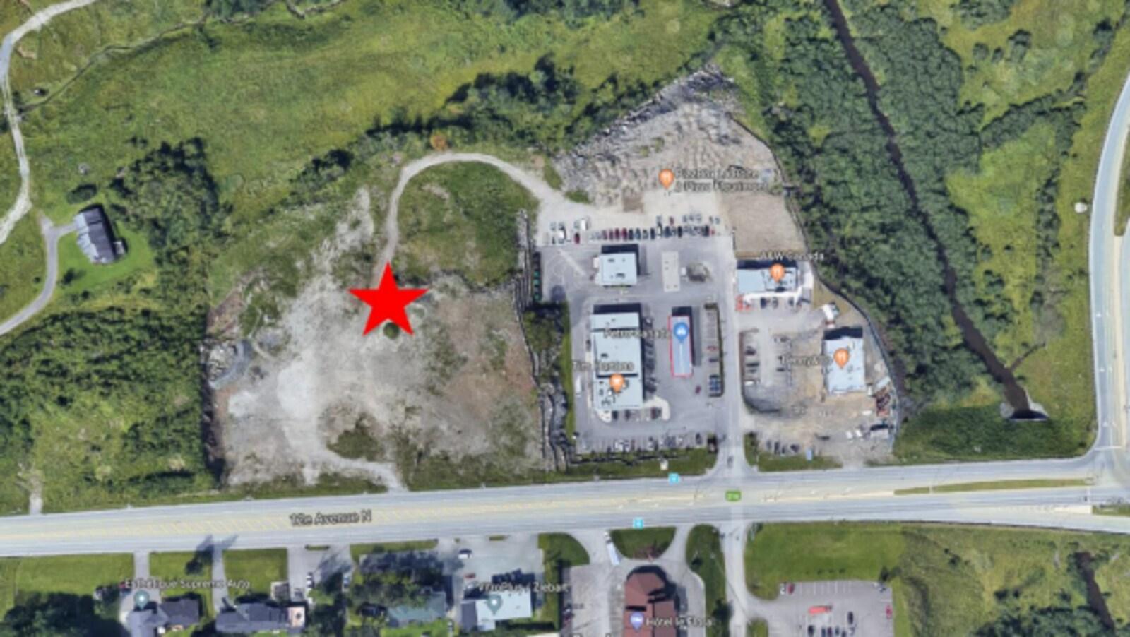 Cette carte, présente dans un document de Destination Sherbrooke, identifie le lieu où serait construit l'hôtel.
