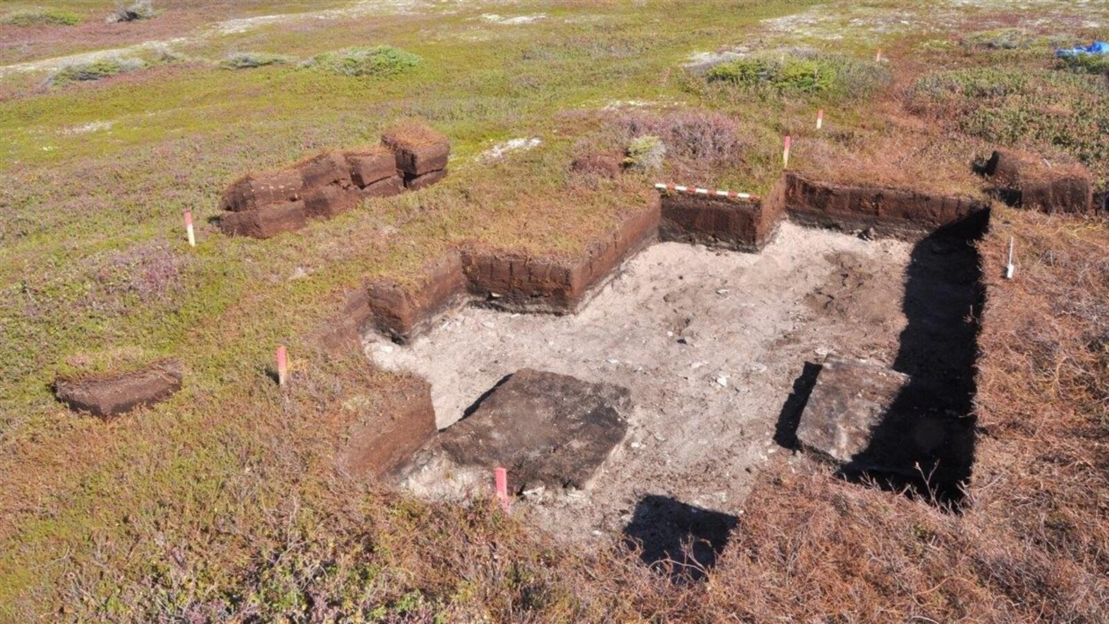 Le site des fouilles archéologiques à l'île Nue.