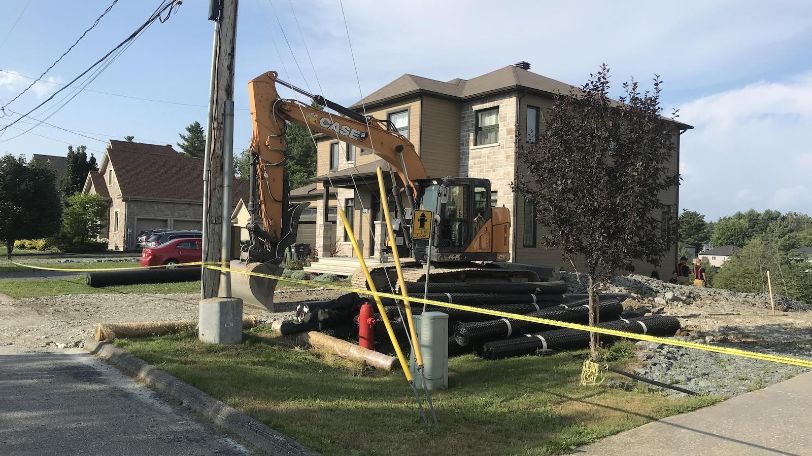Une des deux résidences évacuées à Sherbrooke à la suite d'un glissement de terrain.