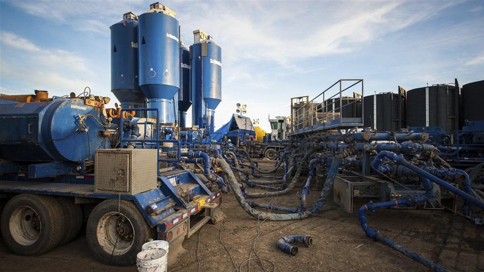 Photo d'un site de fracturation hydraulique à Dawson Creek dans le nord-est de la Colombie-Britannique.