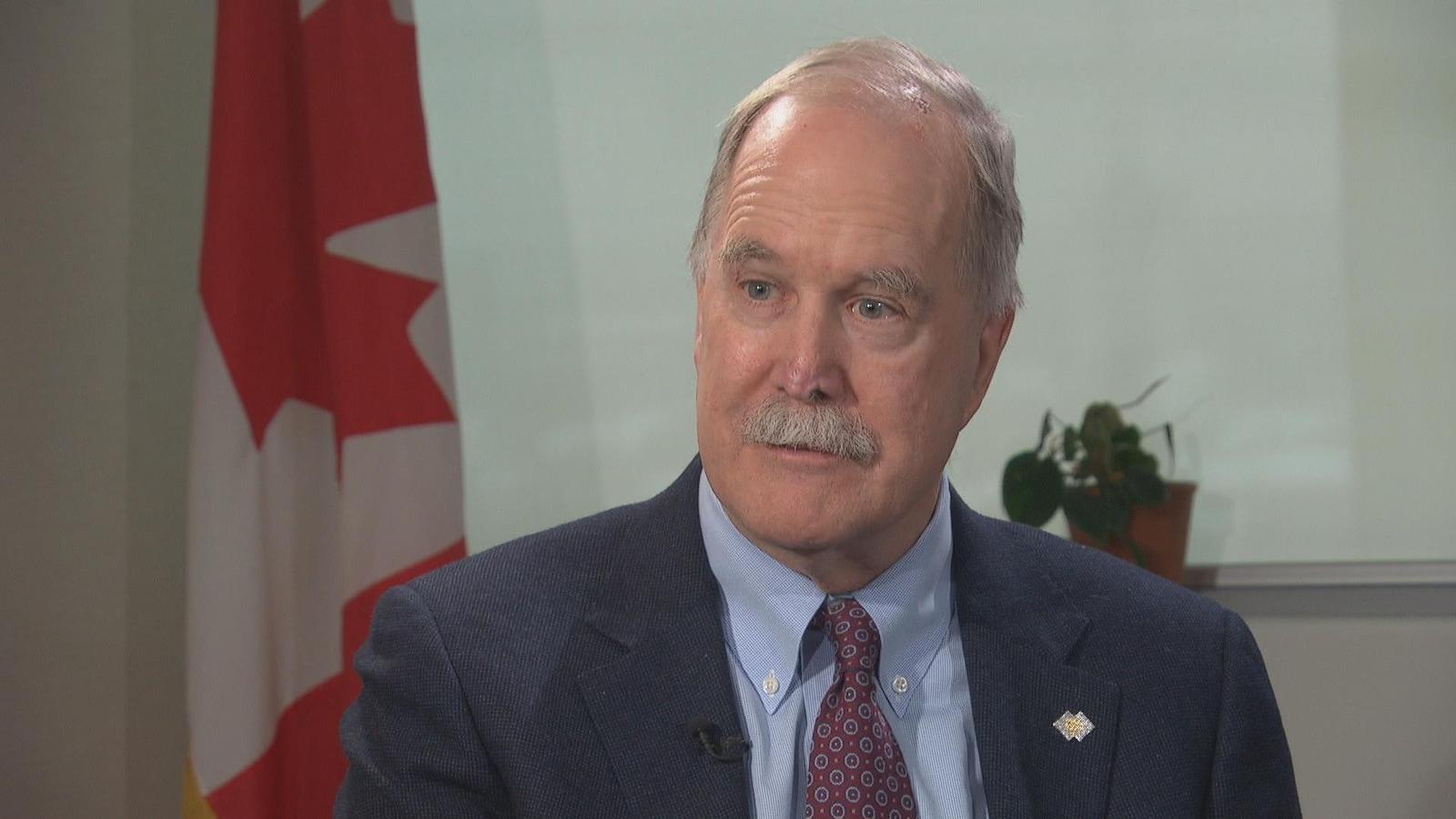 Le commissaire aux langues officielles du Canada Graham Fraser répond aux questions d'Emmanuelle Latraverse.