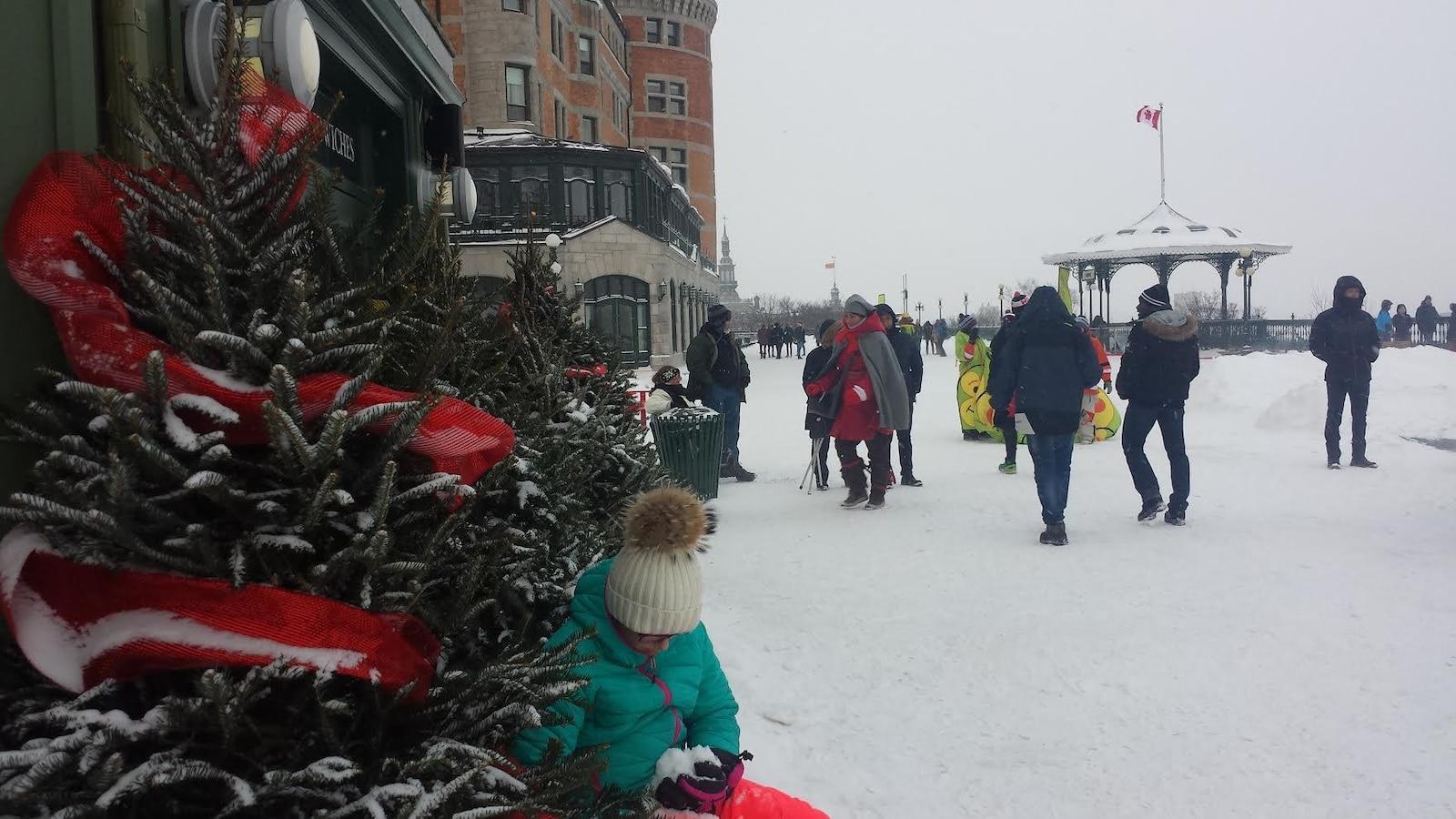 Quebec Celebre L Arrivee De L Hiver Sur La Terrasse Dufferin Ici