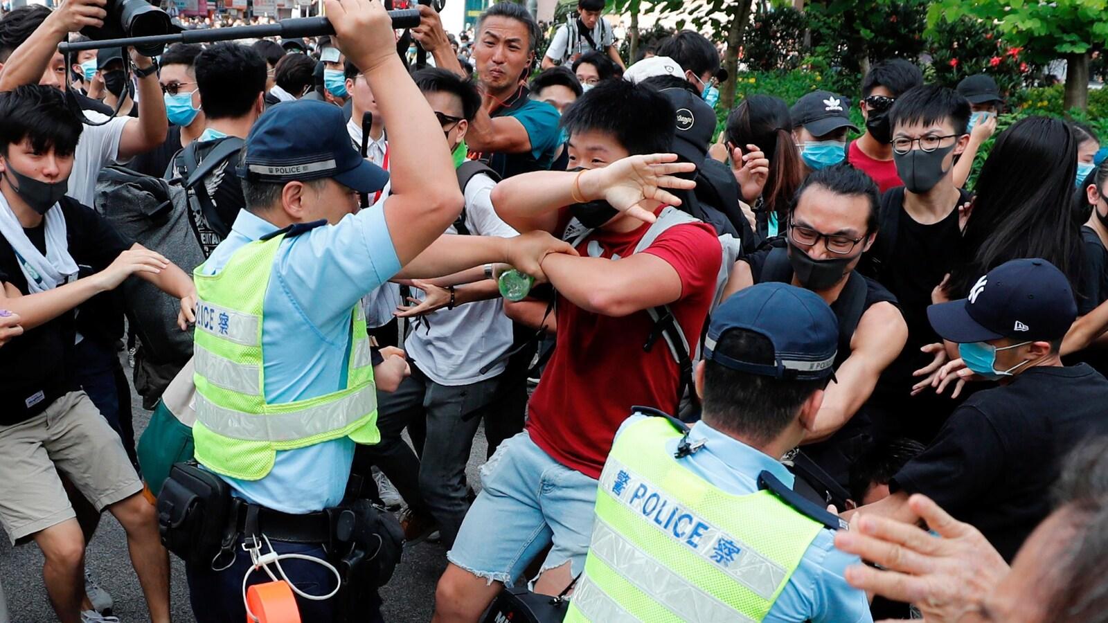 Heurts lors d'une manifestation contre les