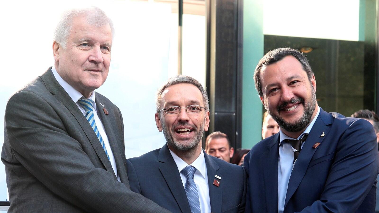 Les ministres de l'Intérieur de l'Allemagne (Horst Seehofer), de l'Autriche (Herbert Kickl) et de l'Italie (Matteo Salvini) se sont entretenus lors d'une réunion trilatérale en marge de la rencontre à Innsbruck.