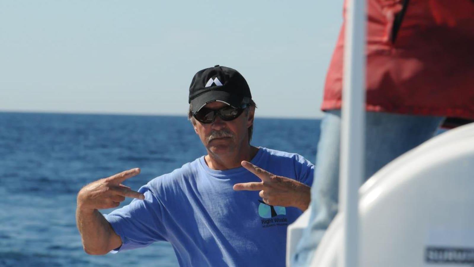 Joe Howlett sur un bateau