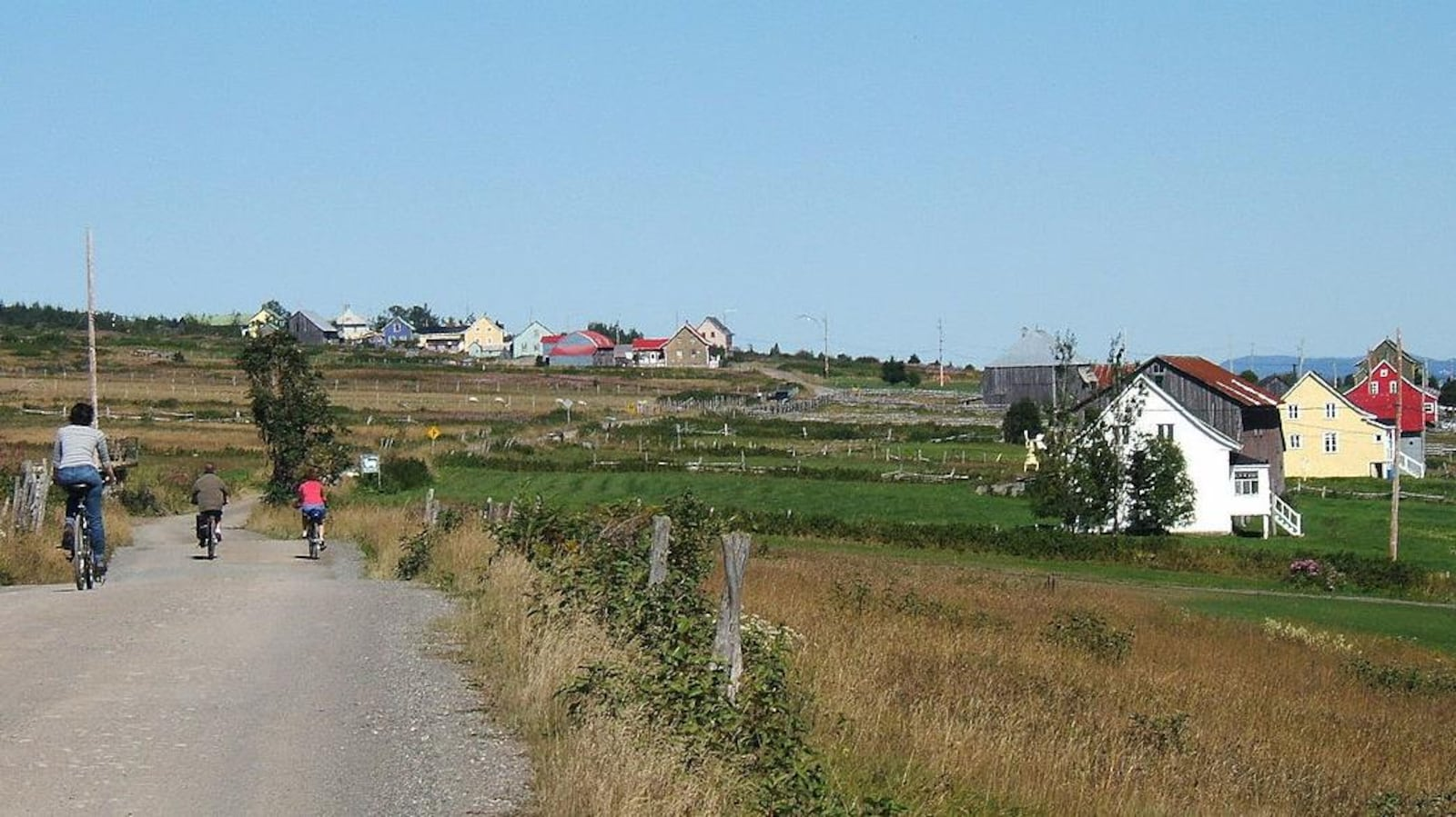 L'île de Notre-Dame-des-Sept-Douleurs est située à environ 25 kilomètres de Rivière-du-Loup, dans le Bas-Saint-Laurent.