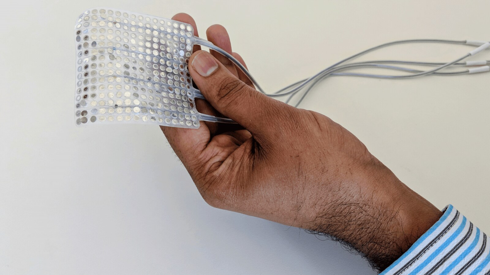 Des chercheurs inventent un implant capable de traduire les pensées en paroles