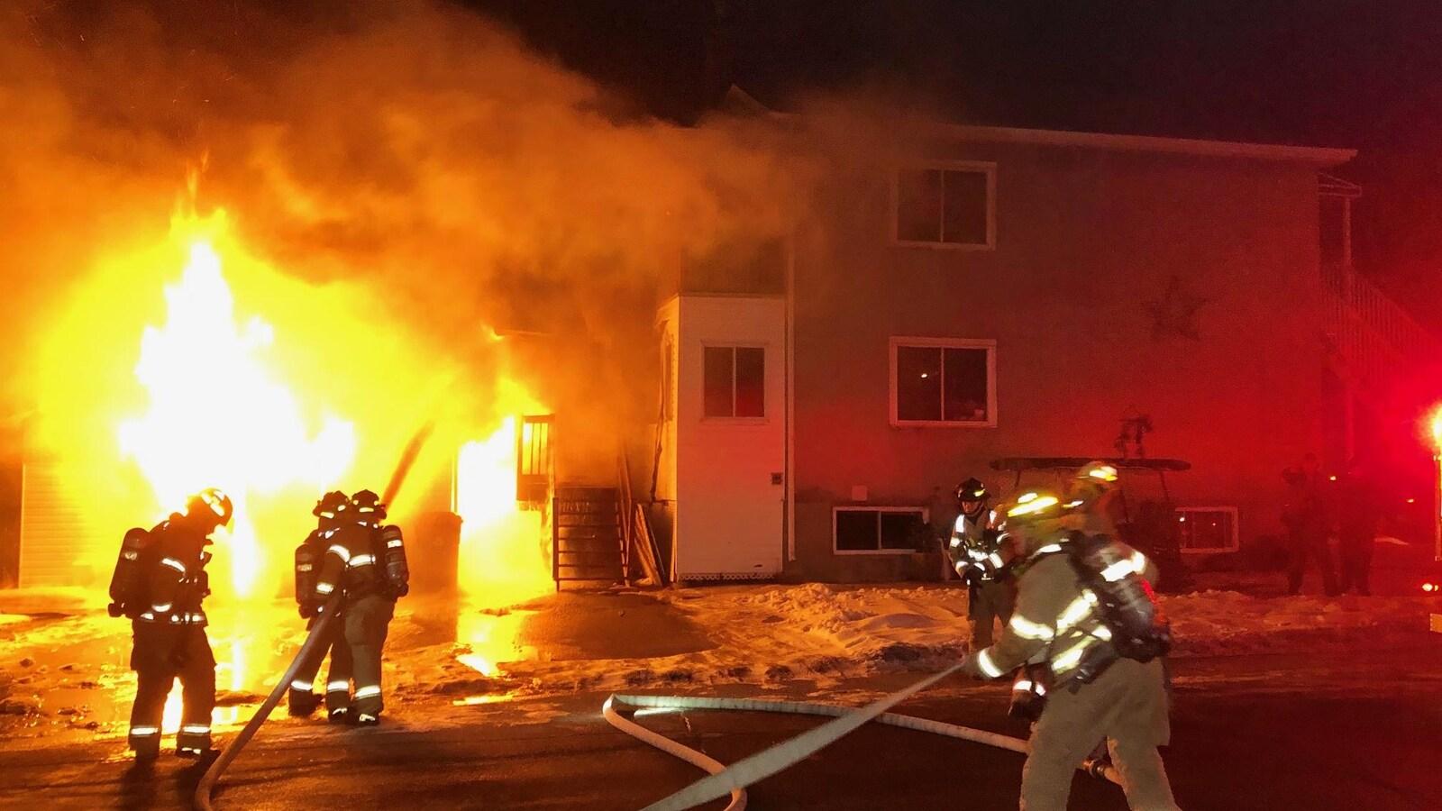 Des pompiers en action.