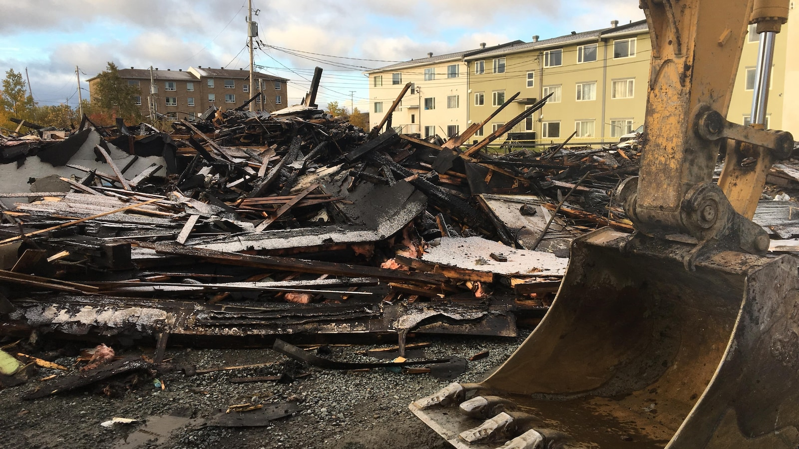 Un incendie a complètement ravagé le 300, rue Iberville Est.