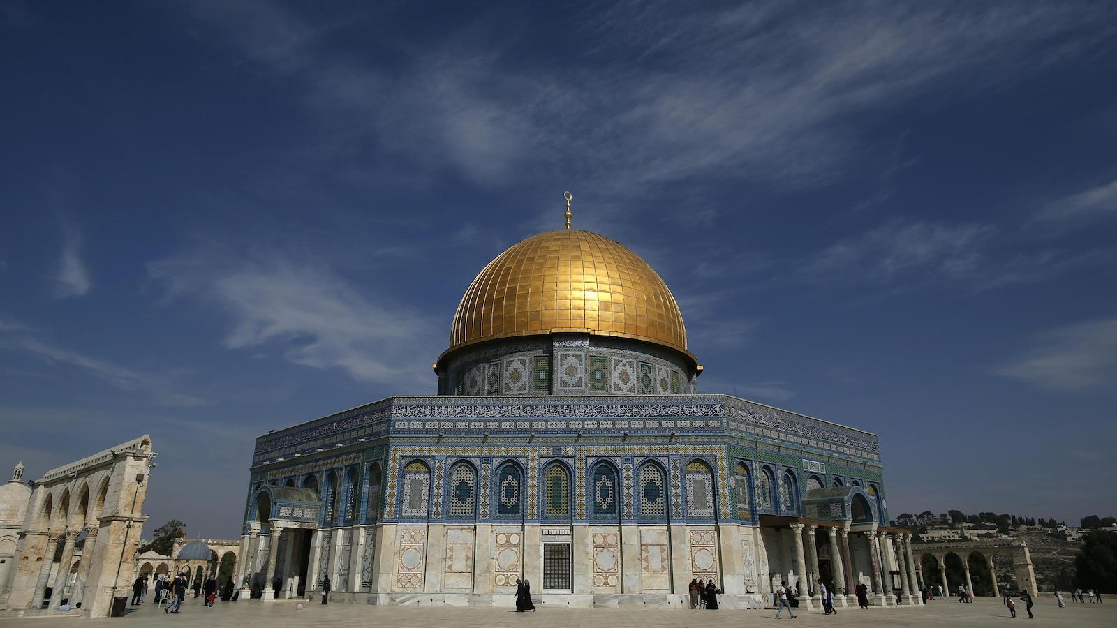La mosquée Al-Aqsa après la prière du vendredi dans la vieille ville de Jérusalem.