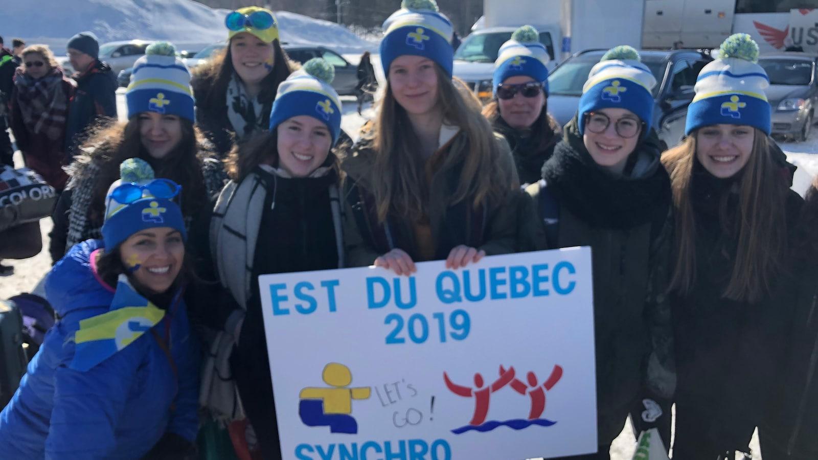 Les athlètes en nage synchronisée étaient très enthousiastes avant de partir pour les Jeux du Québec, vendredi en fin d'avant-midi.