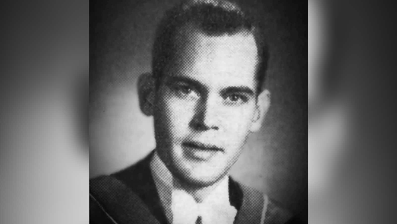 Photo d'archive en noir et blanc du Dr. Macdougall