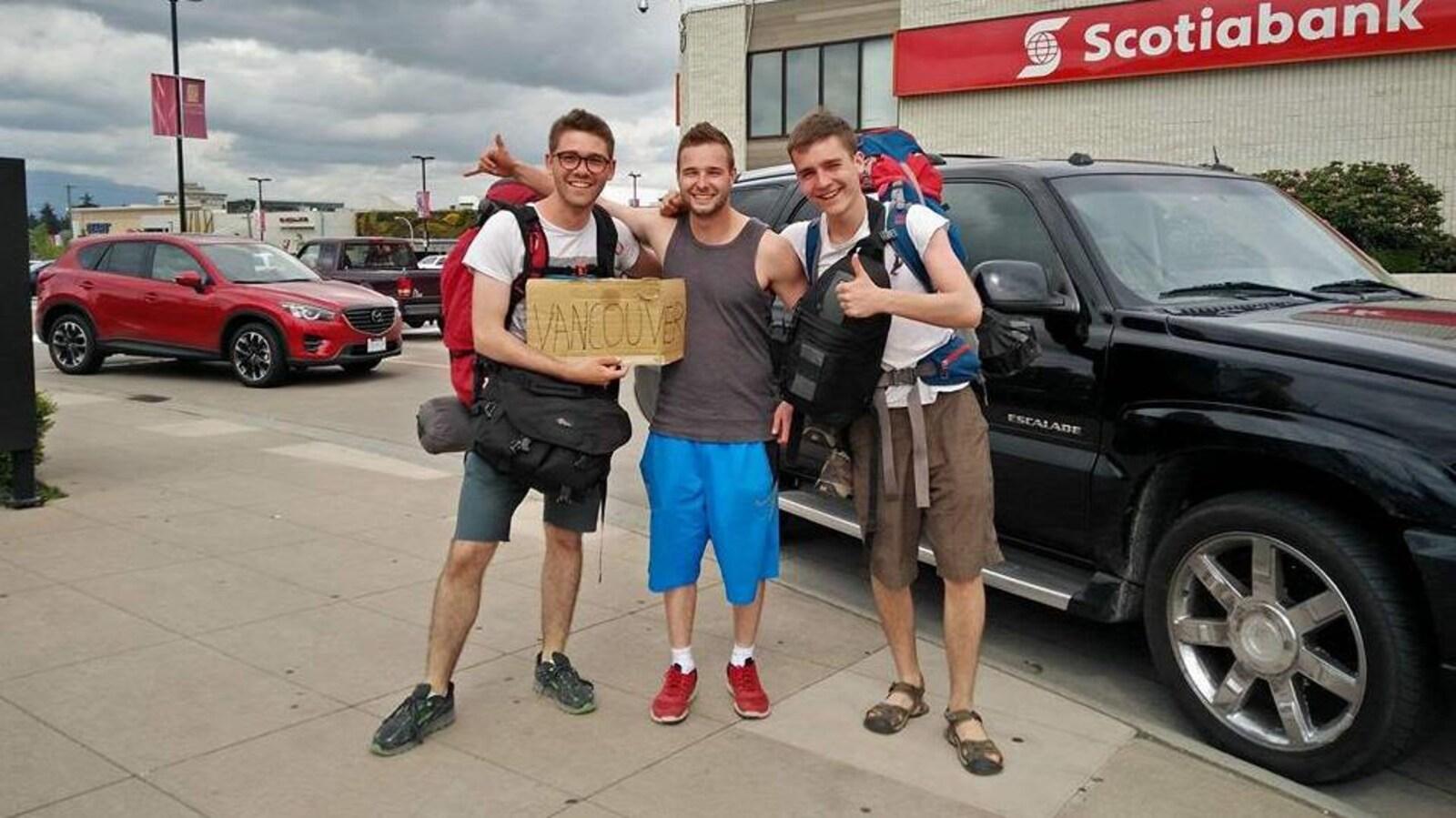 Jonah, Tyce et Jackson, à leur arrivée à Vancouver