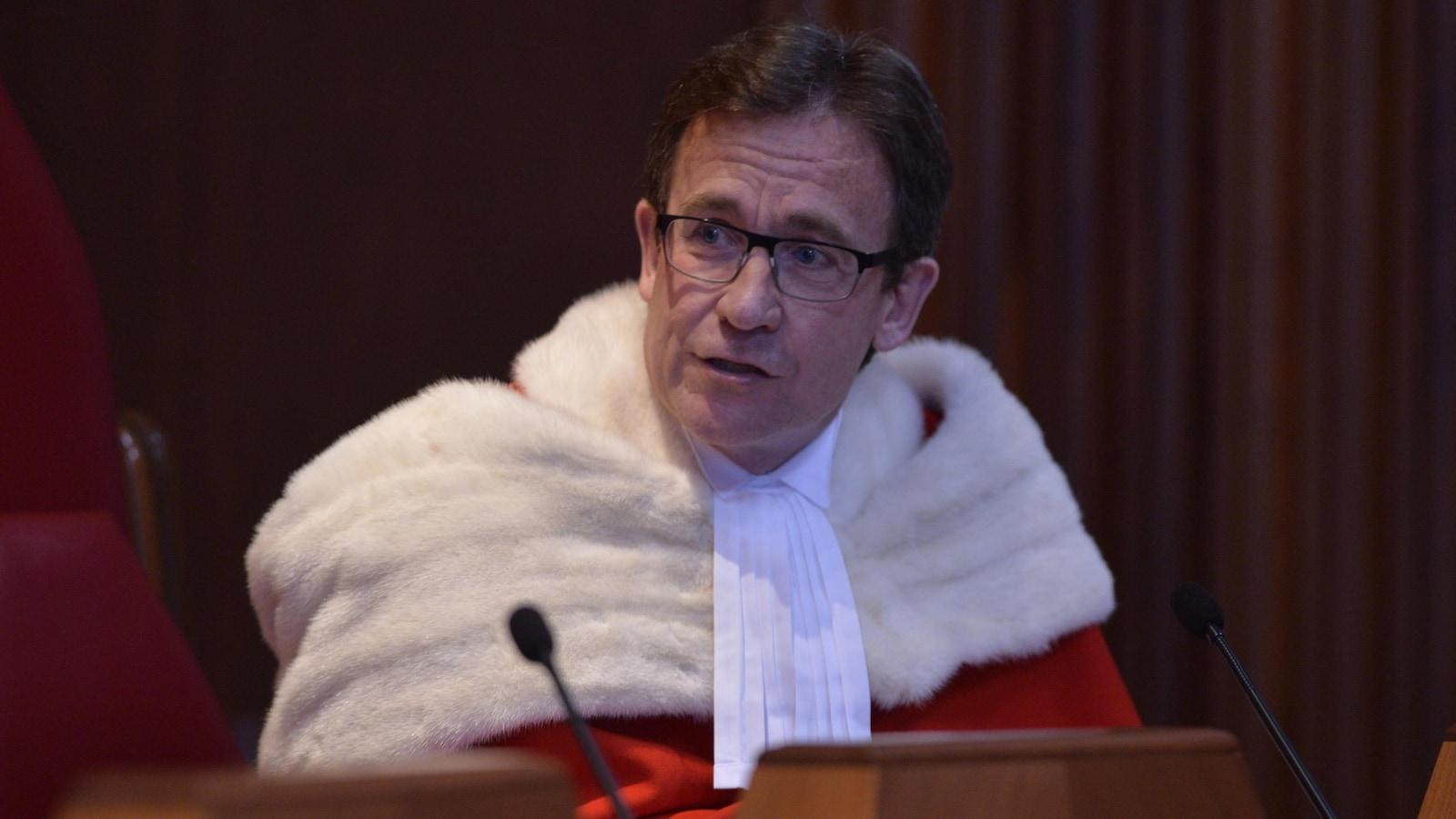 Clément Gascon dans sa toge de juge.