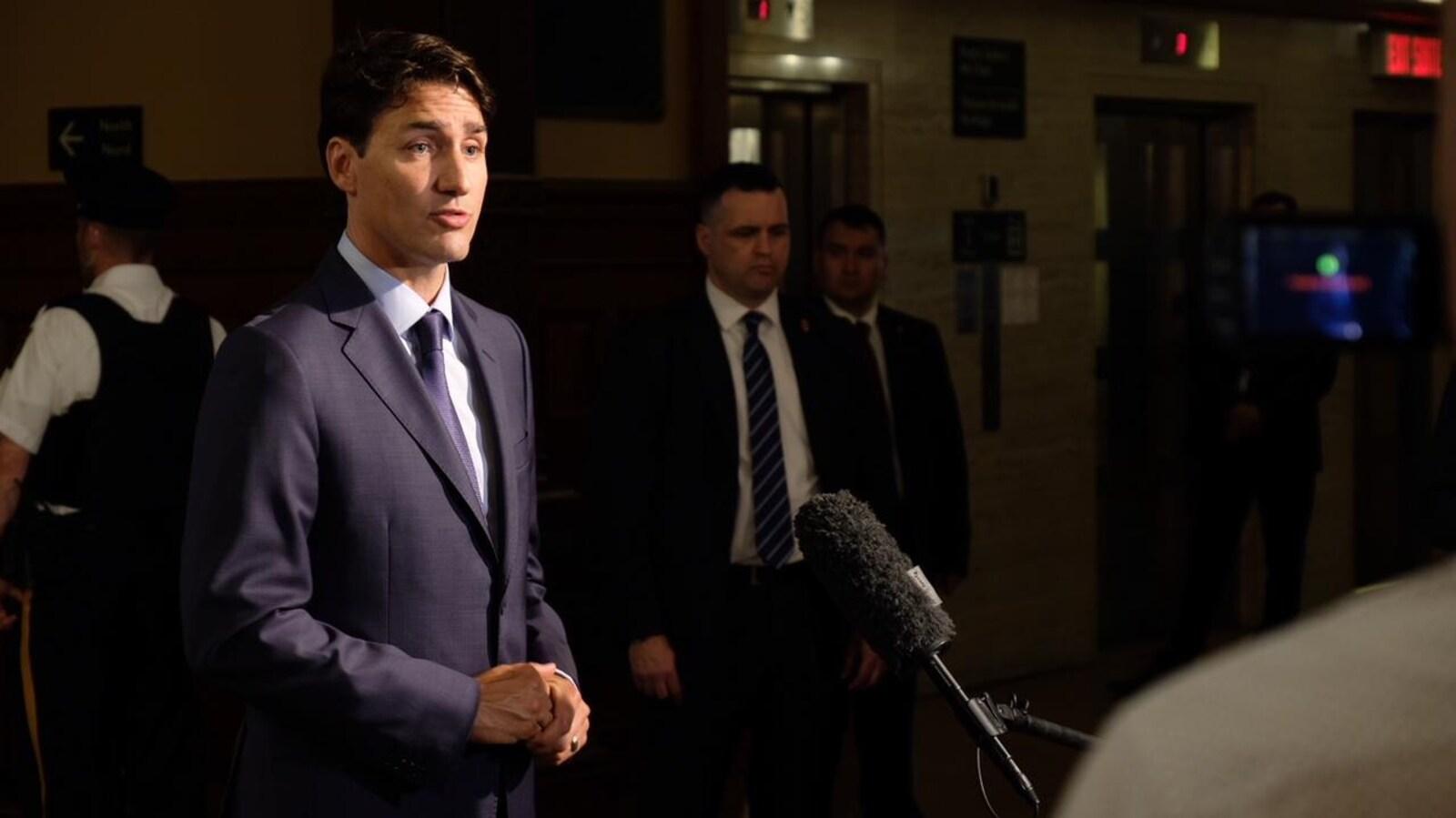 Le premier ministre Justin Trudeau répond aux questions des journalistes après sa rencontre avec Doug Ford.