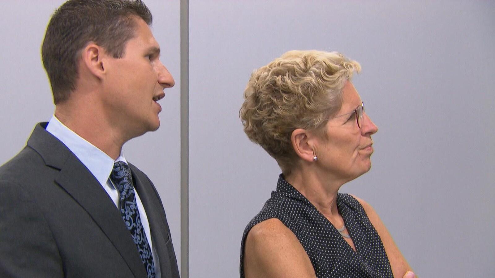 La première ministre de l'Ontario, Kathleen Wynne en visite dans un centre d'innovation pour les véhicules sans conducteur de la firme BlackBerry à Kanata.