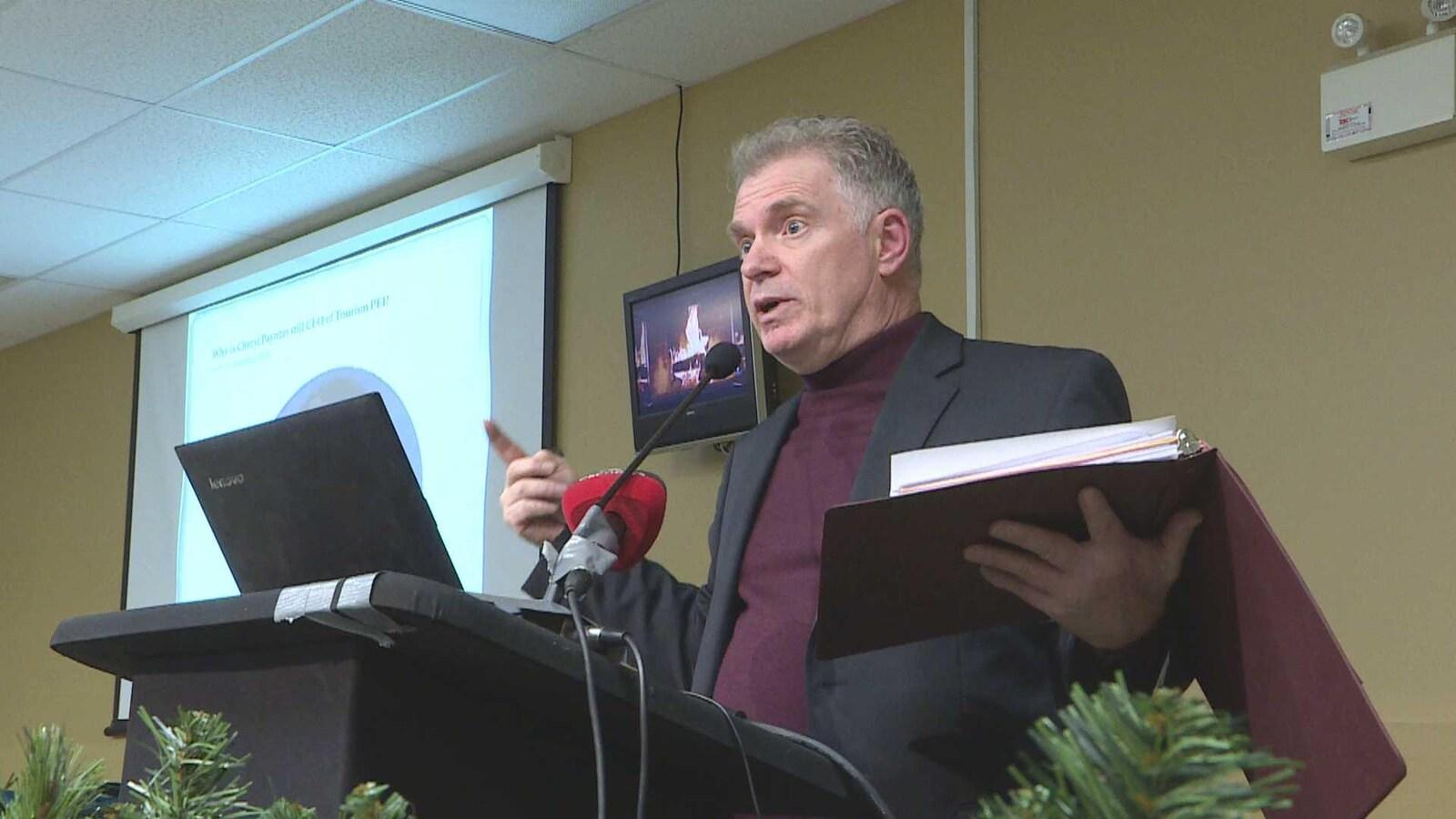 Kevin J. Arsenault annonce sa candidature à la direction du Parti progressiste-conservateur de l'Île-du-Prince-Édouard Charlottetown le 5 décembre 2018.