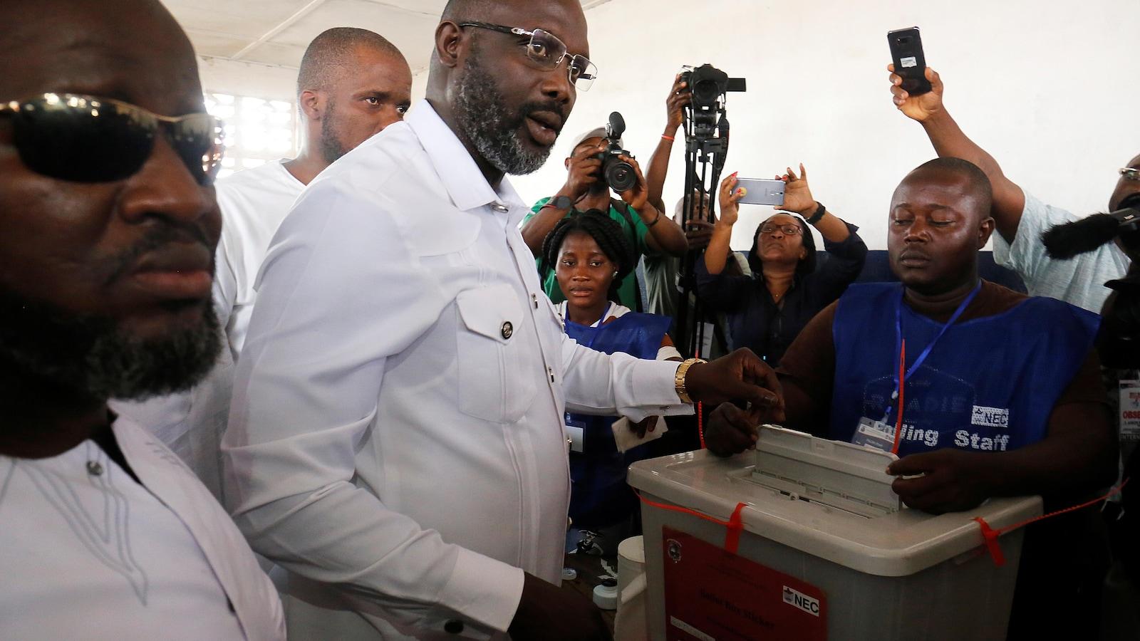 George Weah, chef du Congrès du changement démocratique, lors du second tour de la présidentielle, au Liberia.