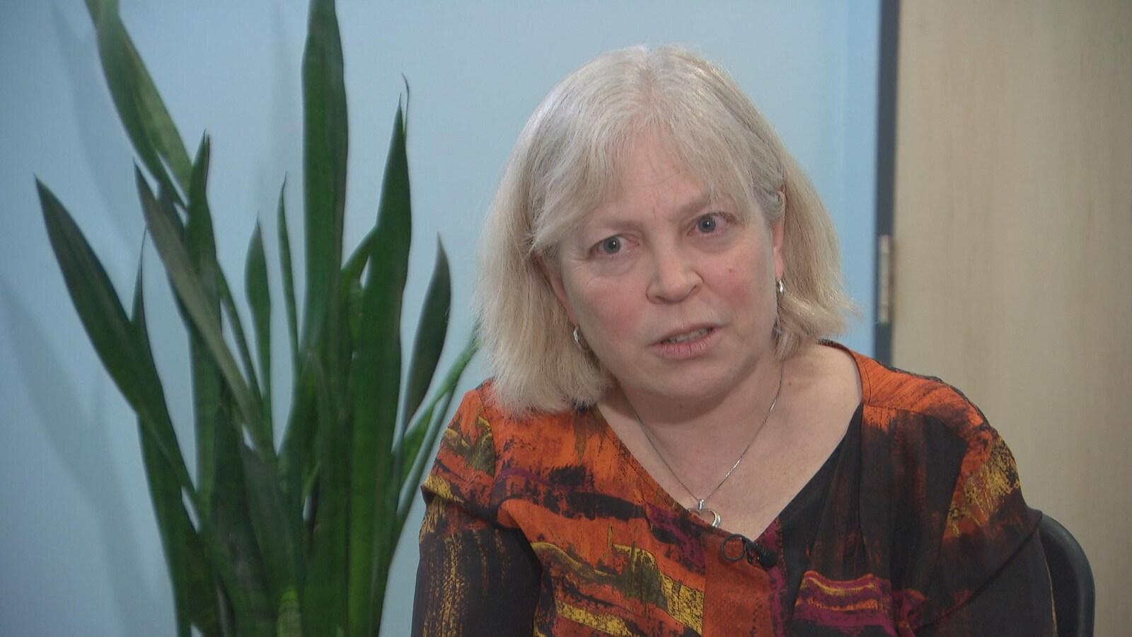 Louise McNaughton-Filion, coroner principale de l'Est de l'Ontario, en entrevue dans son bureau.
