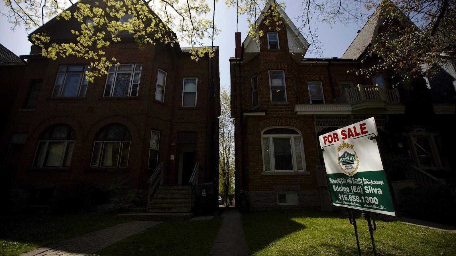Photo d'une affiche pour la vente d'une maison à Toronto