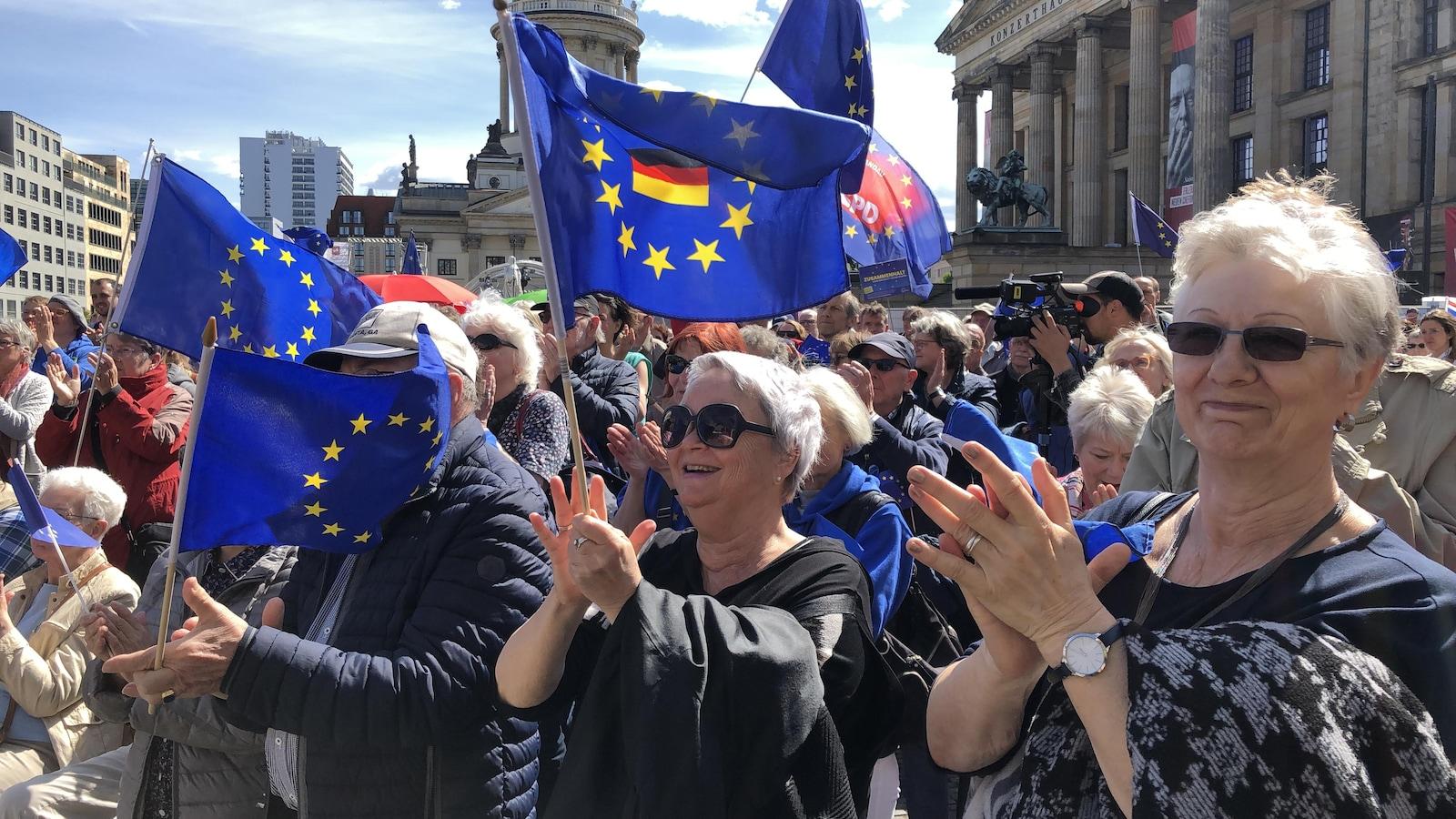 Une manifestation des « mamies contre la droite ».