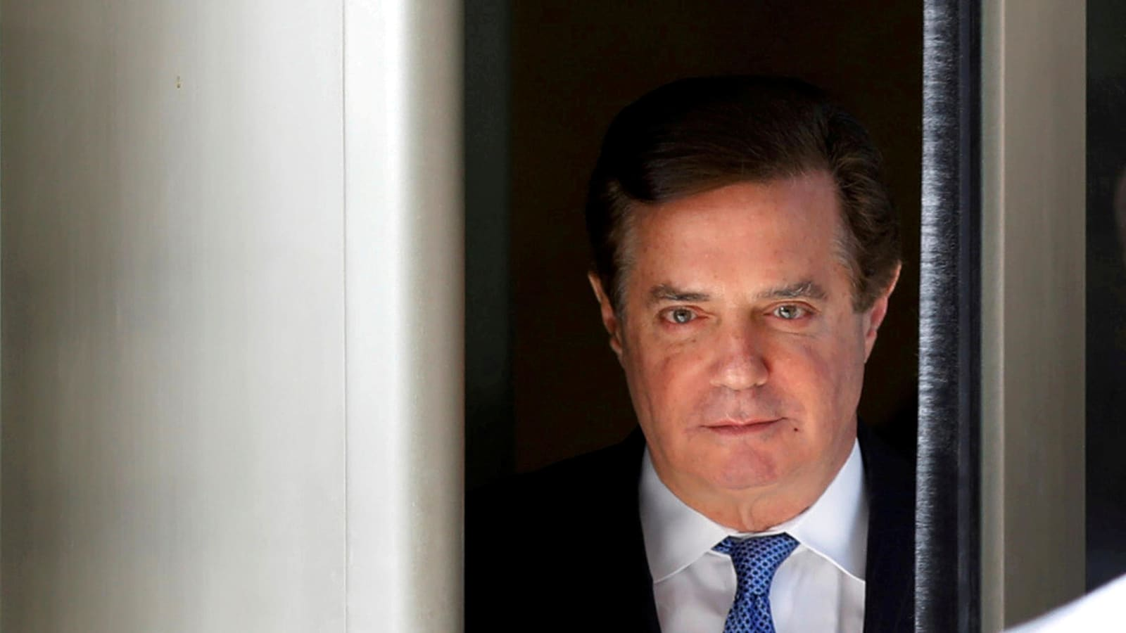 Paul Manafort, ancien directeur de campagne du président américain Donald Tump, quittant le tribunal de district de Washington.