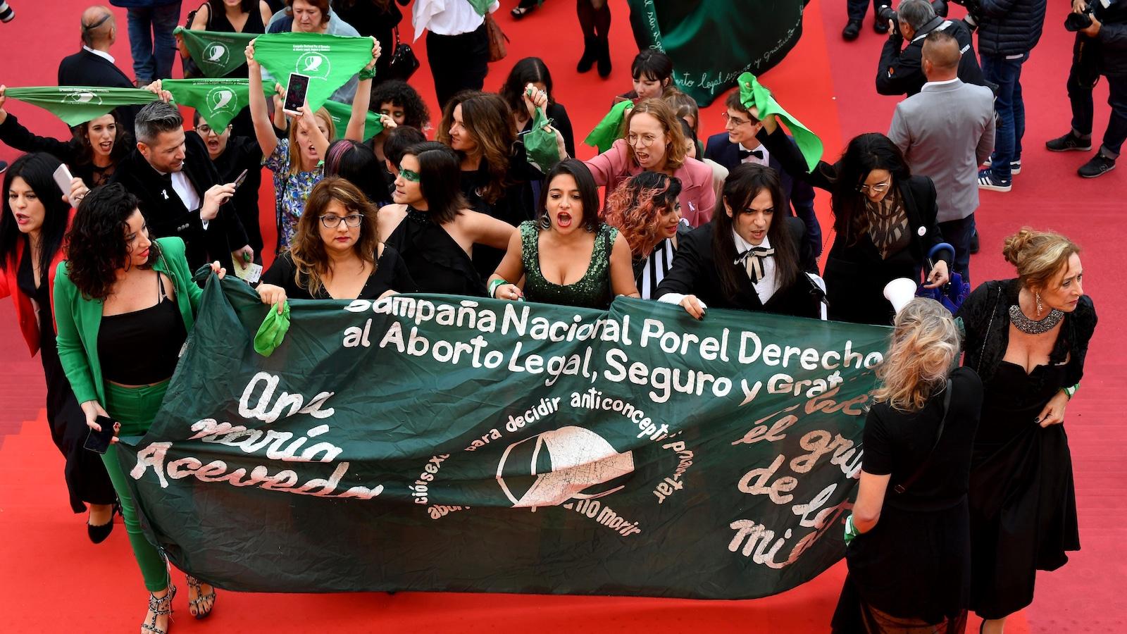 Une manifestation pour le droit à l'avortement — Festival de Cannes