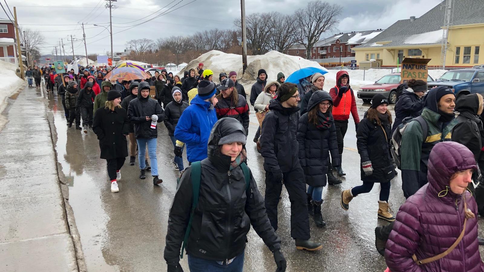 Près de 500 étudiants étaient présents à la manifestation.