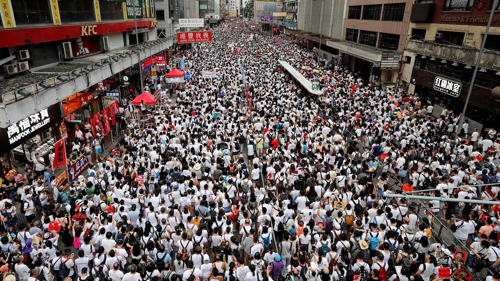 Un million de personnes manifestent contre un projet de loi — Hong Kong