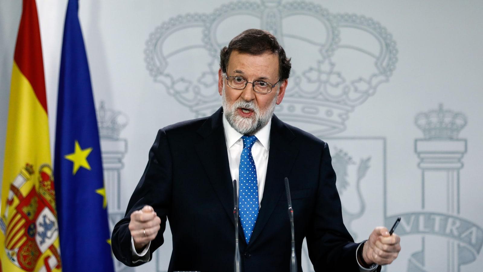Mariano Rajoy, devant un lutrin.