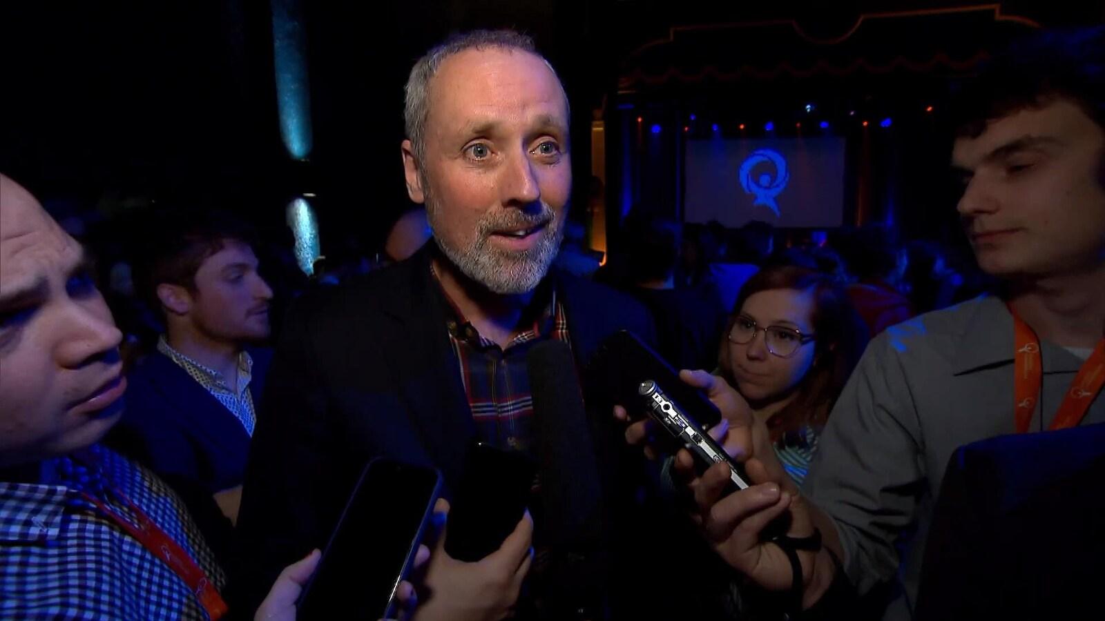 Le candidat à l'investiture de Québec solidaire dans Rosemont, Vincent Marissal, parle à des journalistes à Québec.