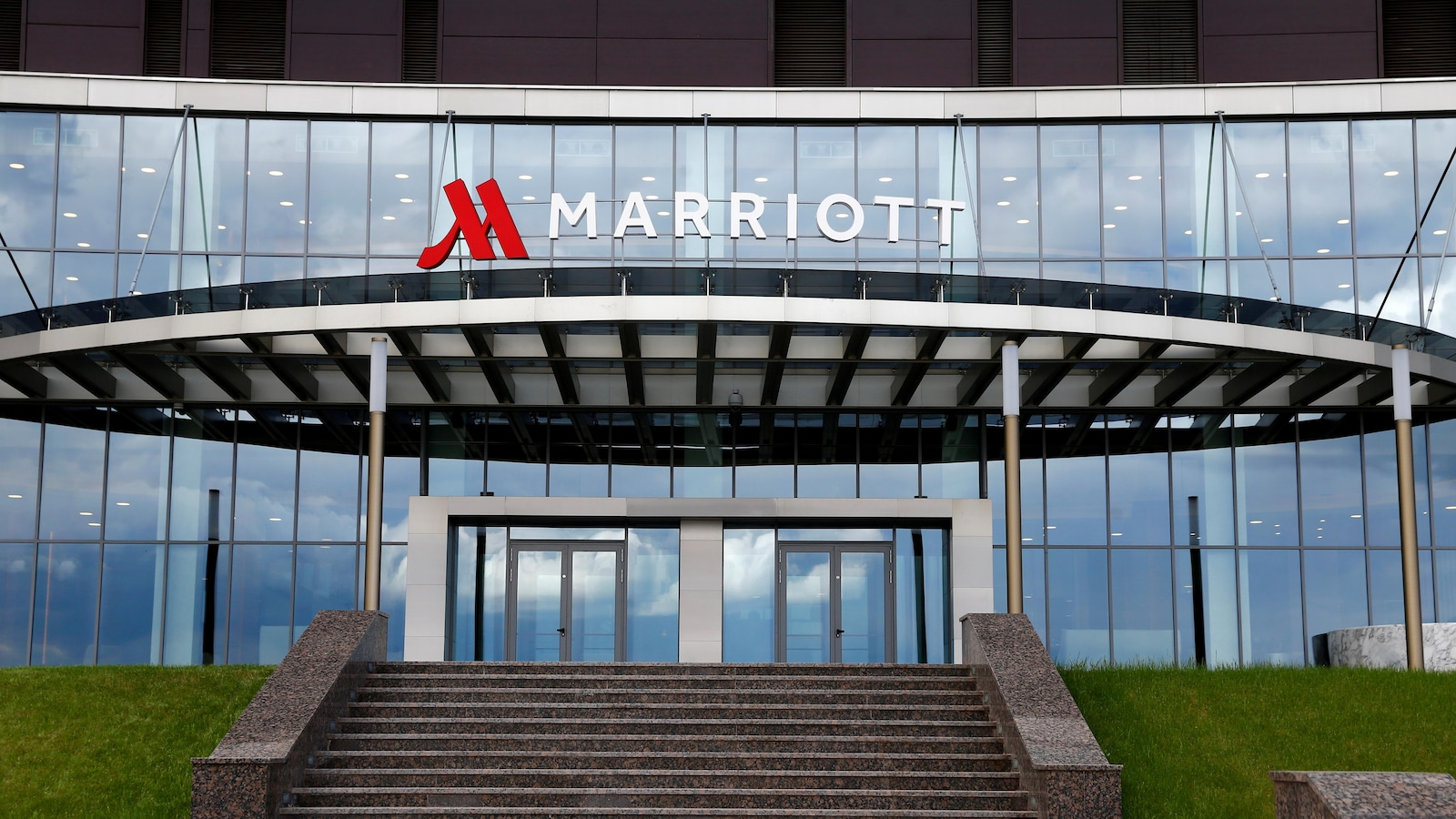 La devanture d'un hôtel Marriott.