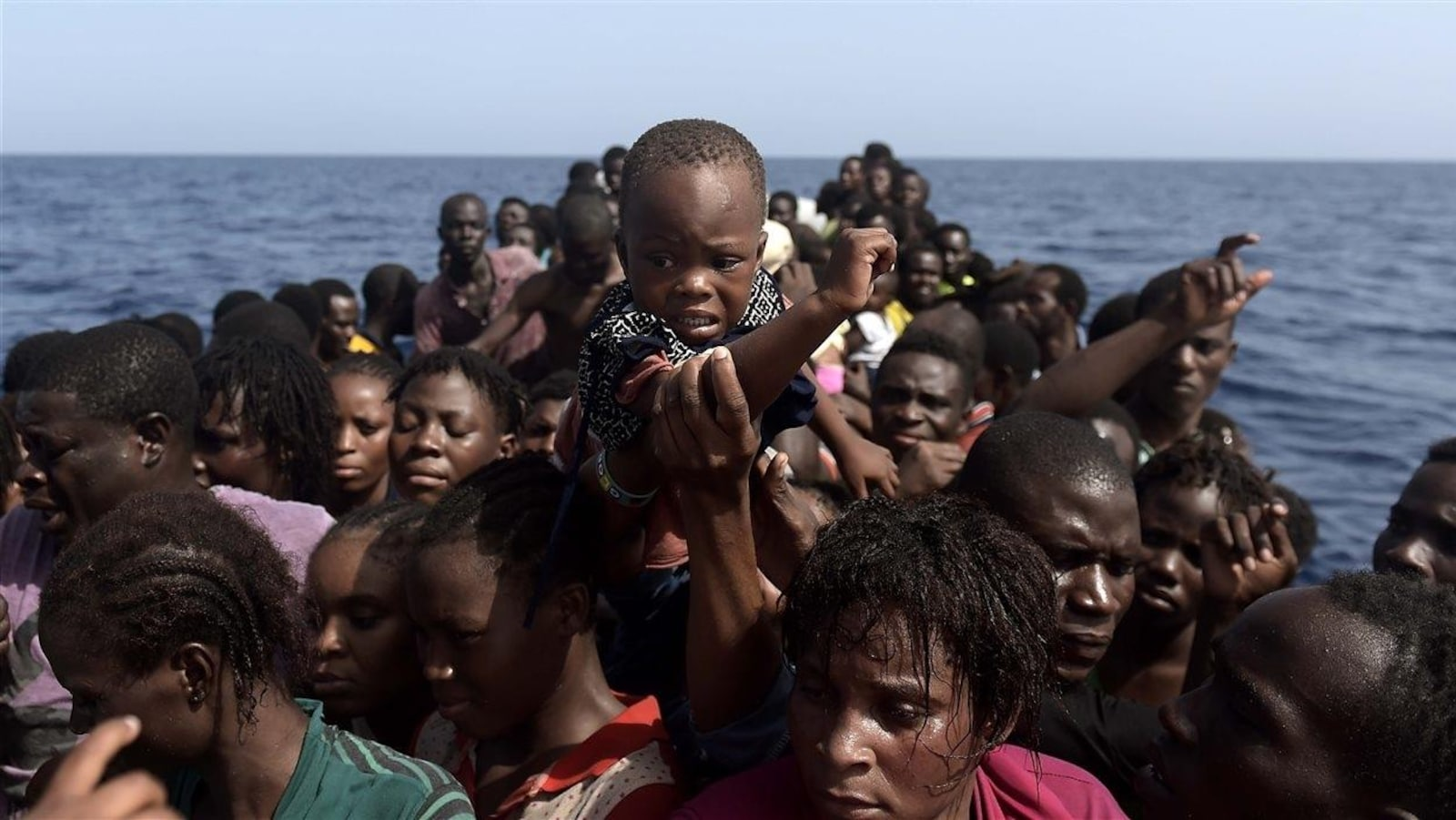 De nombreux enfants migrants traversent la méditerranée sur des bateaux de fortune.