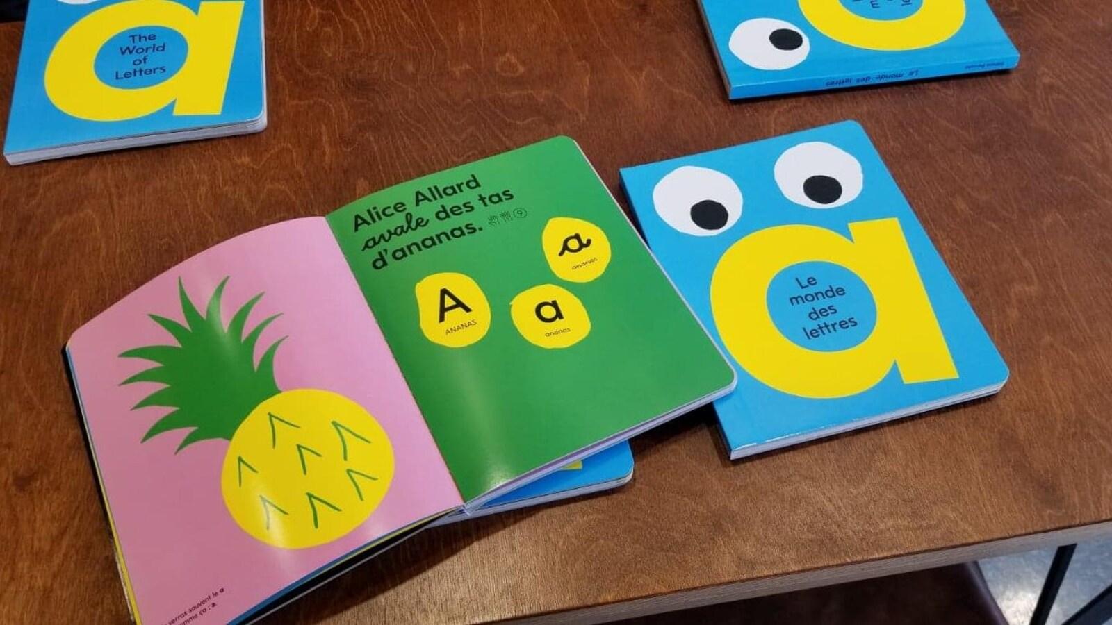« Le monde des lettres » est un abécédaire qui présente toutes les formes de chaque lettre.