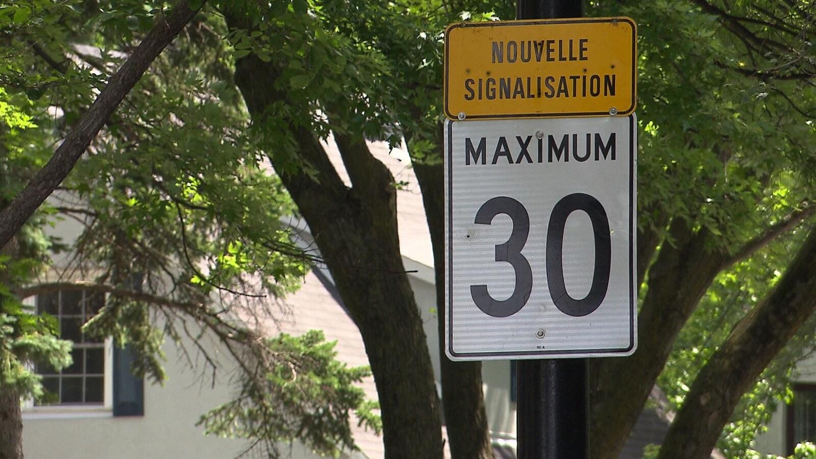 Panneau de limite de vitesse à Montréal.