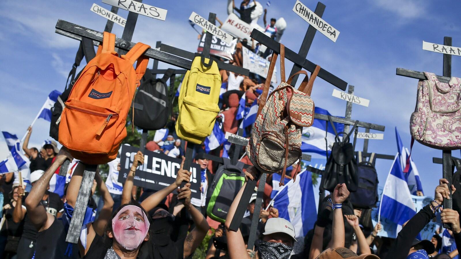 Malgré un vaste mouvement populaire de protestation, le président  du Nicaragua Daniel Ortega s'accroche au pouvoir.