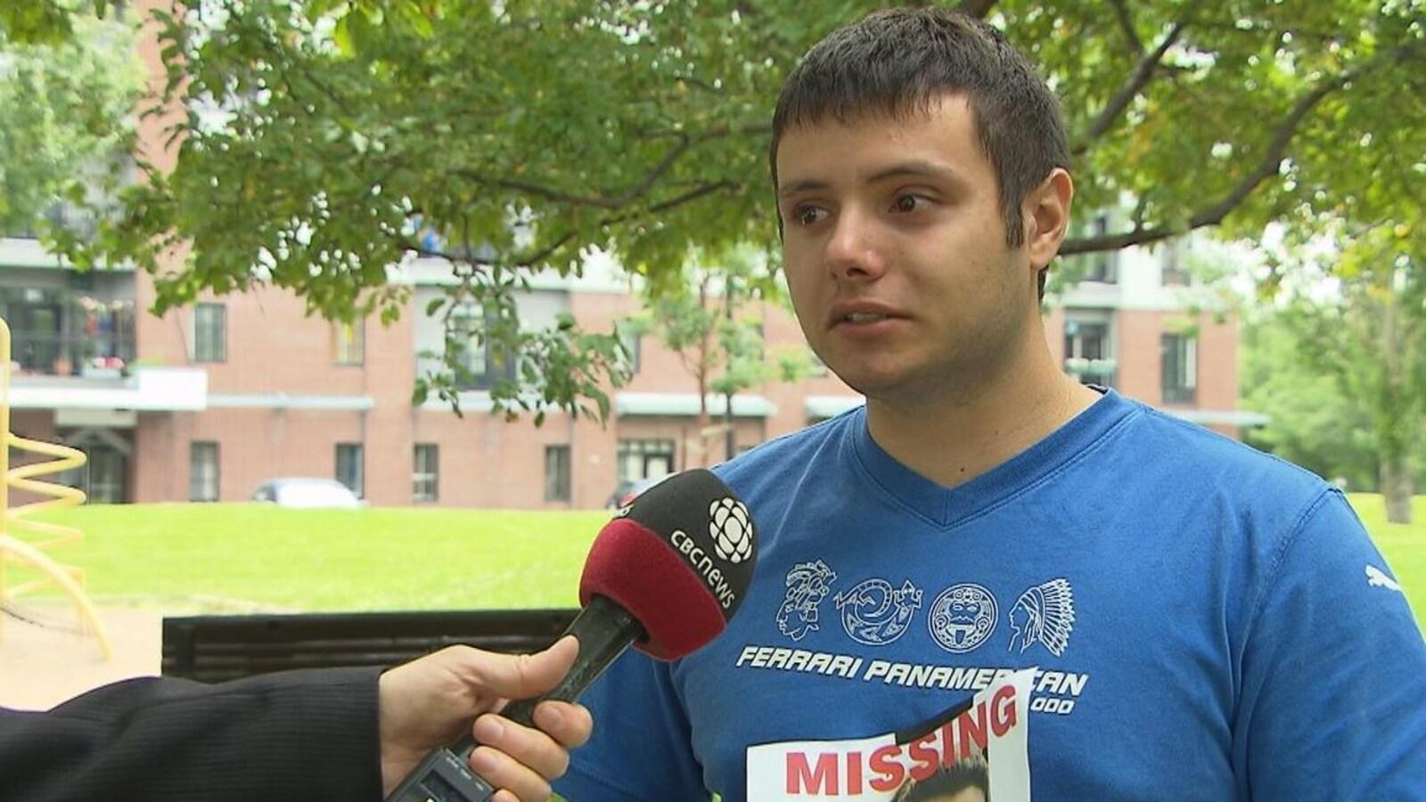 Fontanelli devant un micro de CBC News.