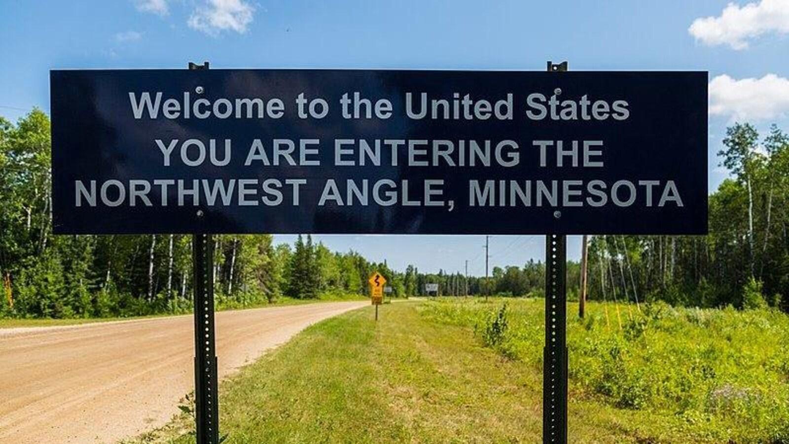 Une affiche indiquant l'arrivée dans l'angle du Nord-Ouest.