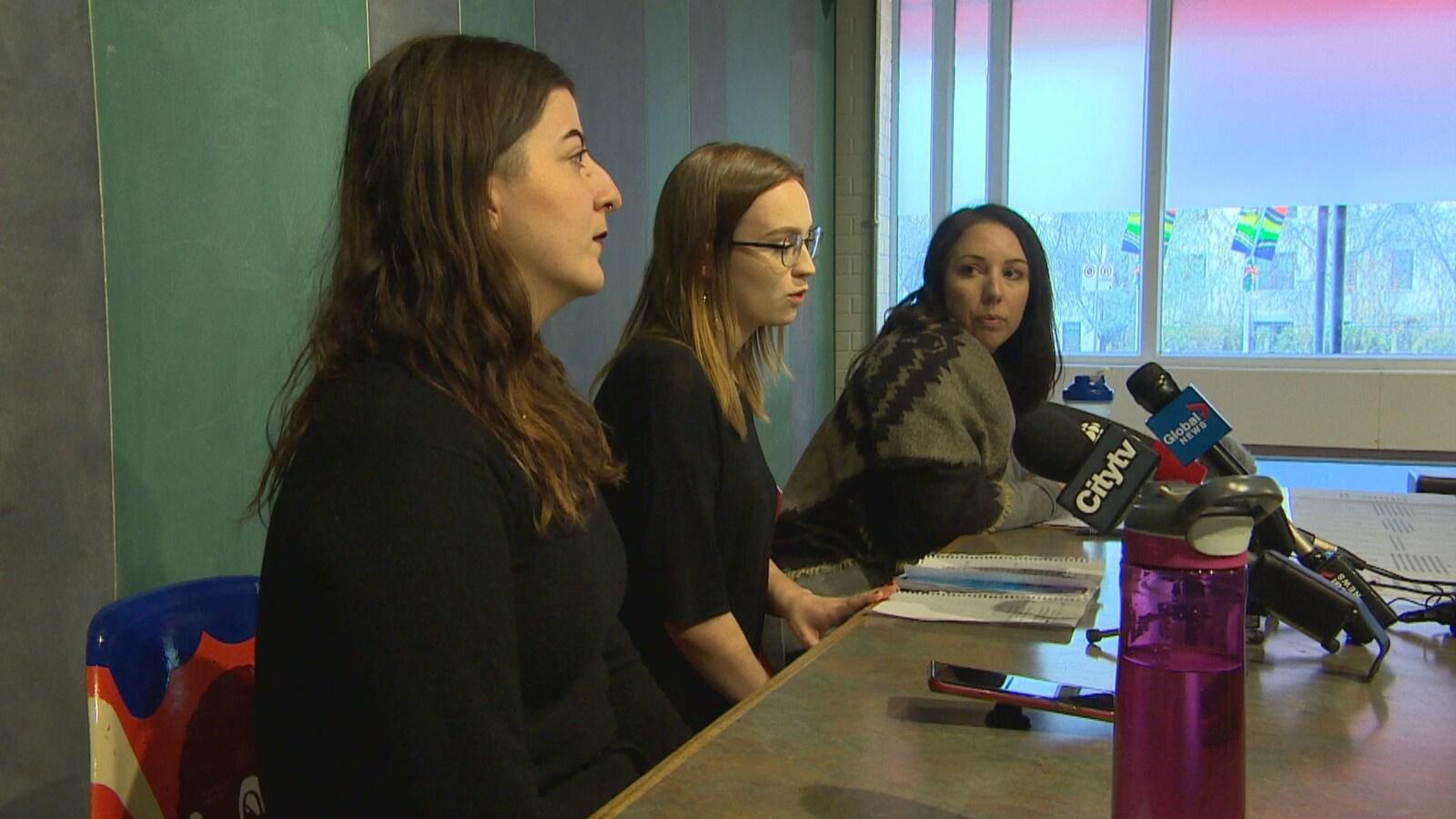 Christina Hajjar, Kelsey Wade et Amanda Murdock en conférence de presse.