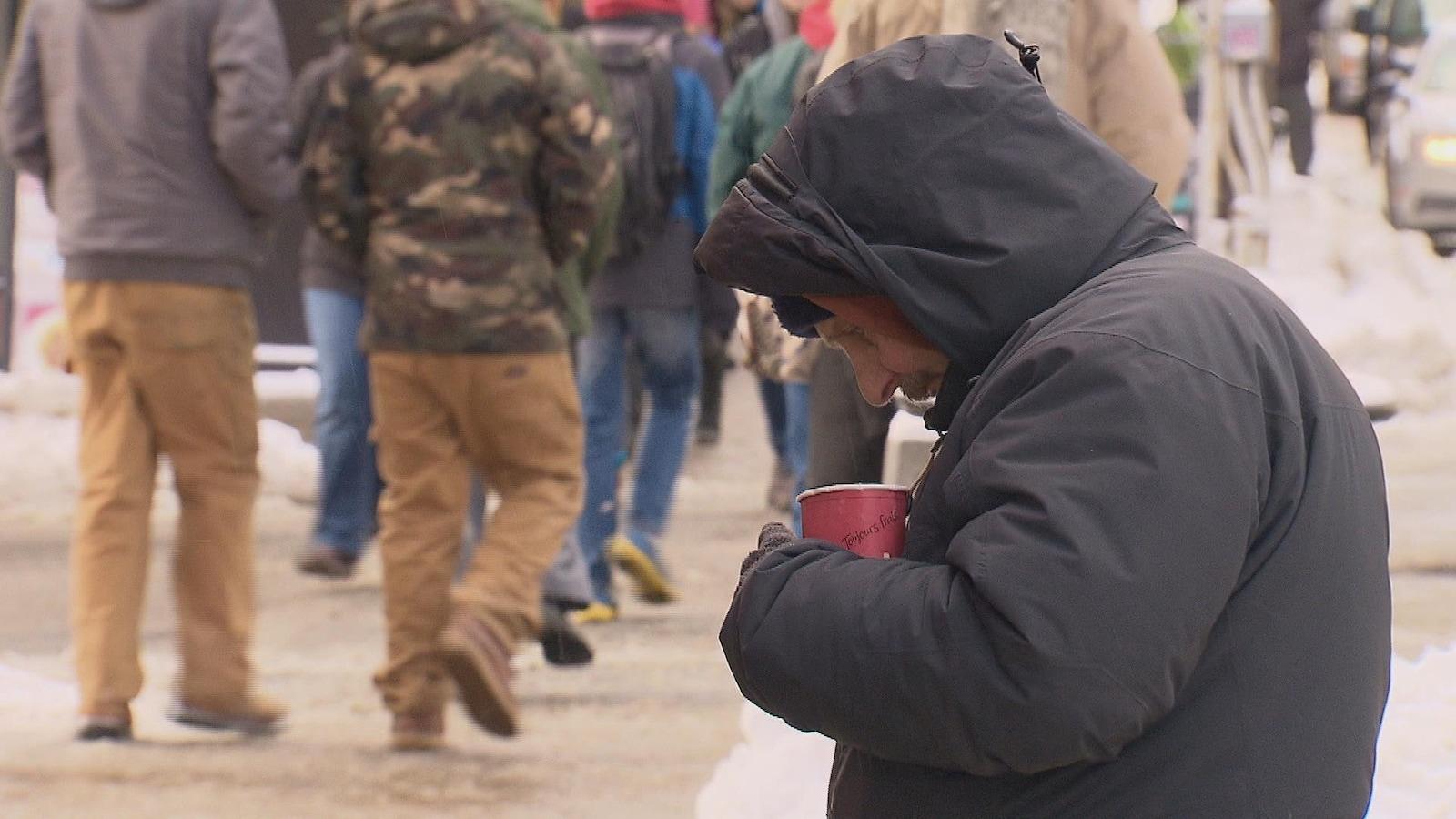 Le temps froid pousse plus d'itinérants à fréquenter les refuges.