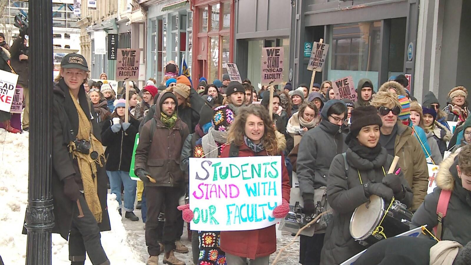 Manifestation en soutien aux grévistes de NSCAD le 8 mars 2019 à Halifax.