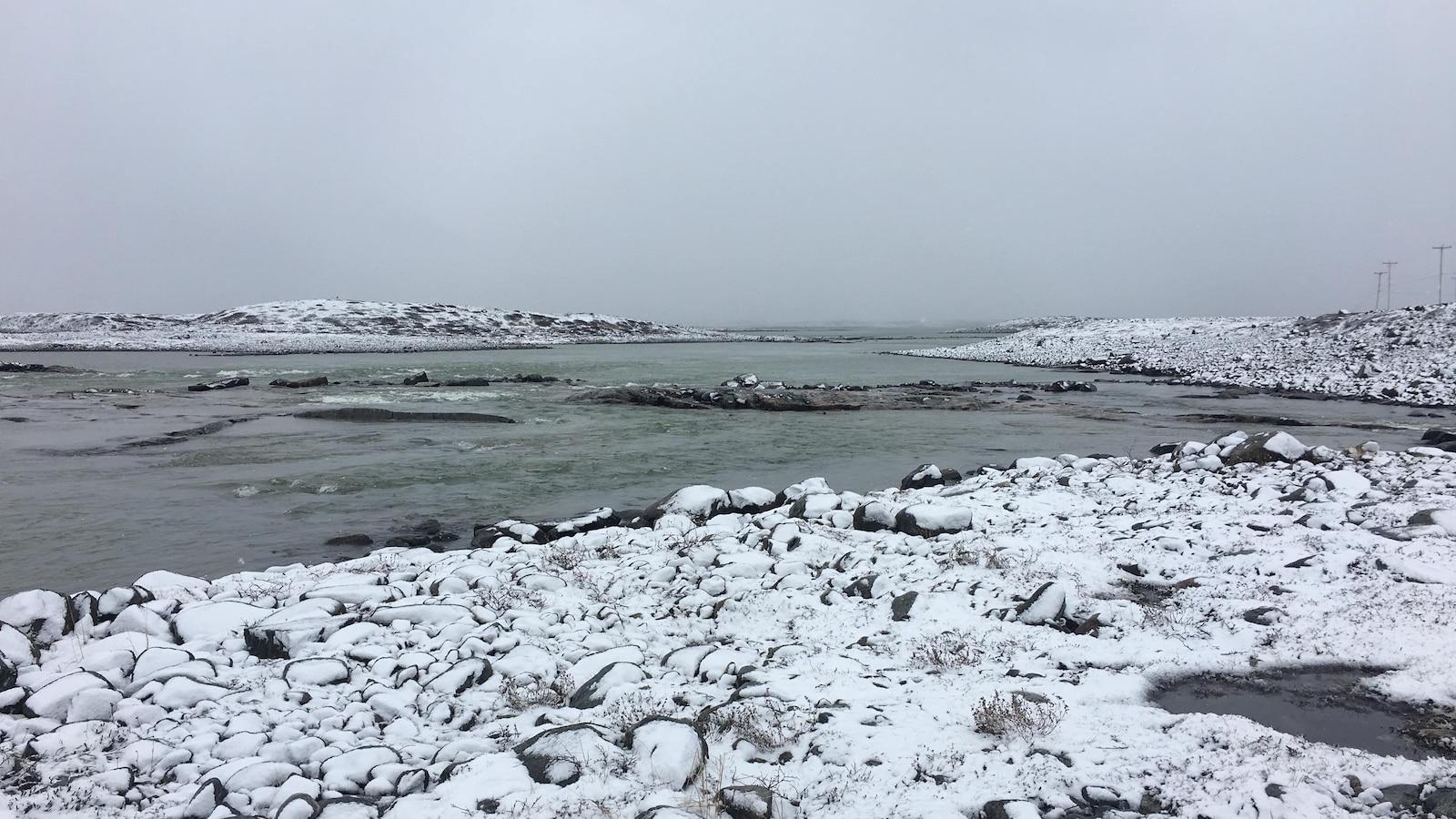 Bord de la mer, au Nunavik