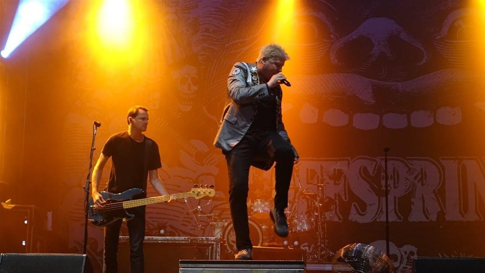 Dexter Holland et ses musiciens ont livré une performance énergique au Festivent.