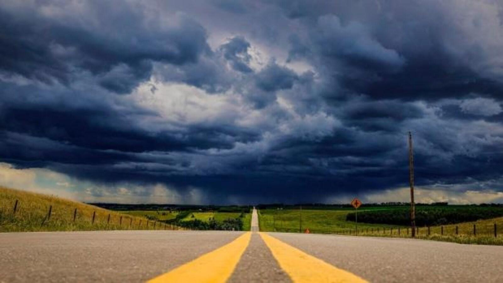 Des orages menaçants se profilent à l'horizon.