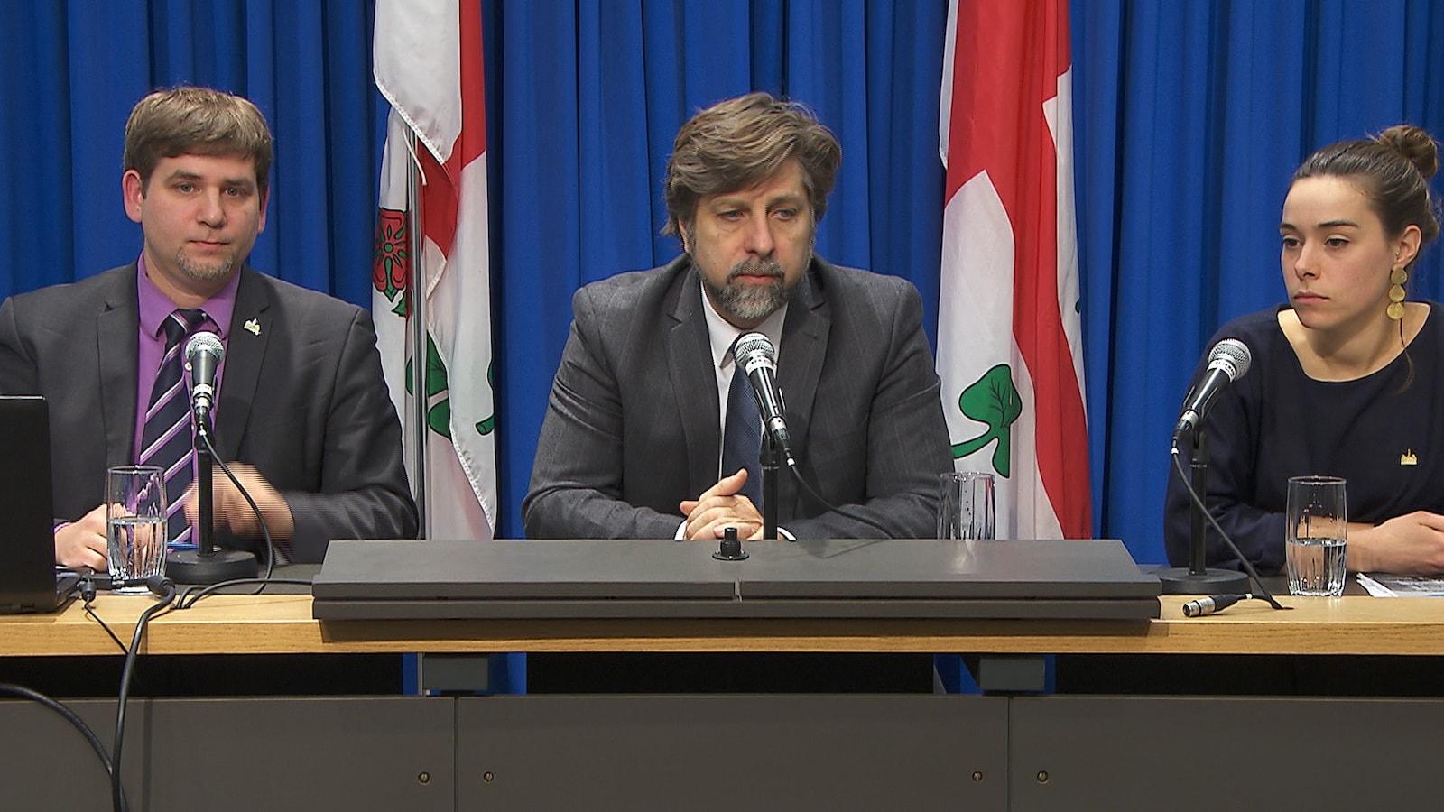 Martin Ouellet, Luc Ferrandez et Laurence Lavigne-Lalonde de Projet Montréal en conférence de presse